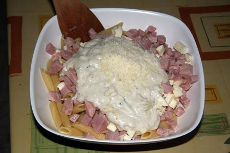 Aggiungiamo gli ingredienti alla pasta