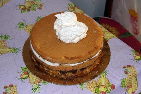 Ricopriamo la torta di panna