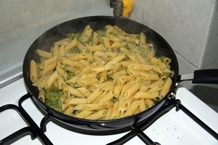 Saltiamo la pasta con i broccoletti