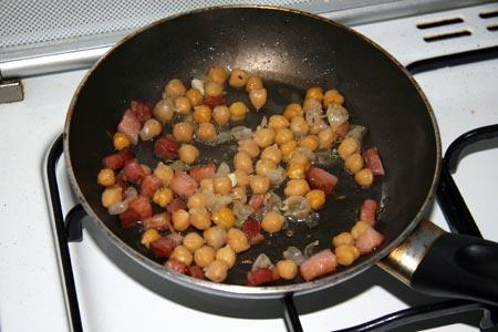 Aggiungiamo i ceci alla pancetta