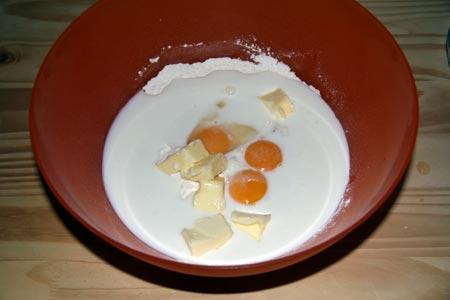 Versiamo gli ingredienti in una ciotola