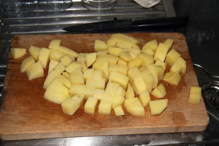 Tagliamo a pezzi le patate