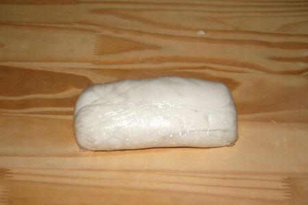 Pasta di zucchero avvolta nella pellicola