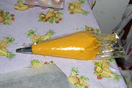 Riempiamo una sacca a poche di pasta choux