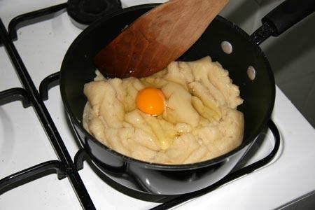 Aggiungiamo un uovo alla volta