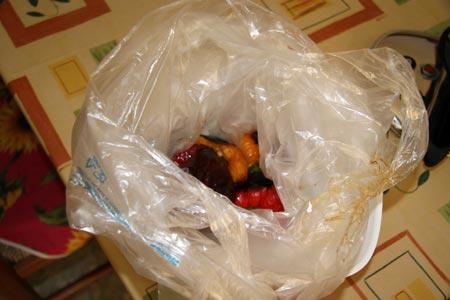 Mettiamo i peperoni in un sacchetto