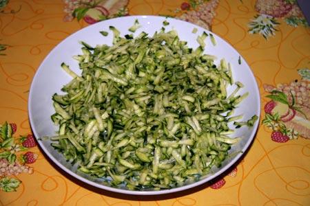 Zucchine tagliate alla julienne